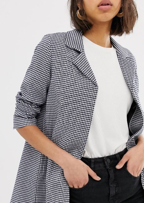 How to choose chic & slimming outerwear