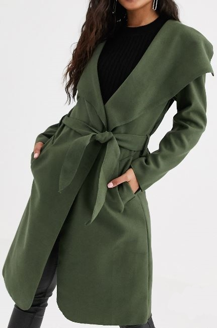 Trench coats: a timeless tool to look chic & thinner