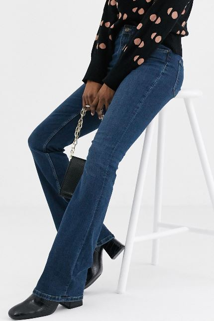 Flared pants: an unmissable tool to look thinner