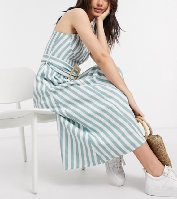 How to use vertical stripes to look slimmer